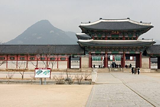 Gyeongbokgung Palace with Mount Bugaksan in the background, Seoul, South Korea